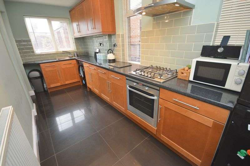 3 Bedrooms Semi Detached House for sale in Greenway Road, Widnes