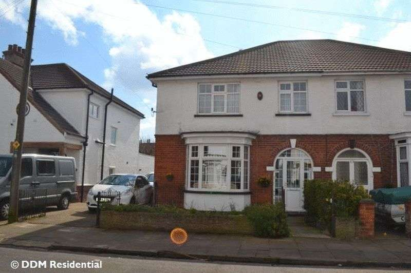 4 Bedrooms Semi Detached House for sale in Signhills Avenue, Cleethorpes