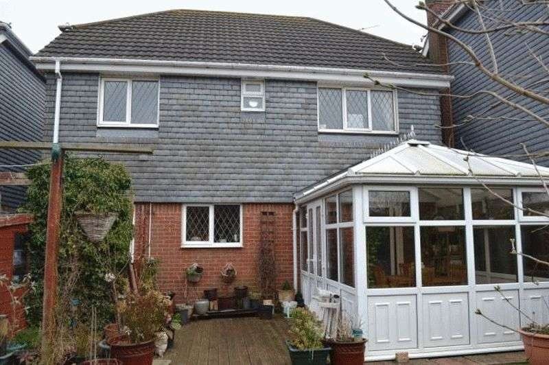 4 Bedrooms Detached House for sale in Sweetbriar Close, Waltham