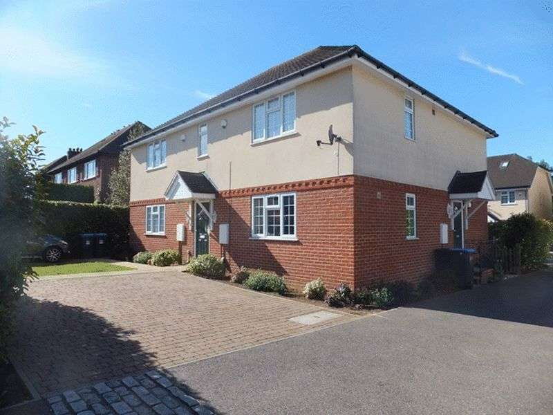 1 Bedroom Flat for sale in Hawthorn Close, WARLINGHAM, Surrey
