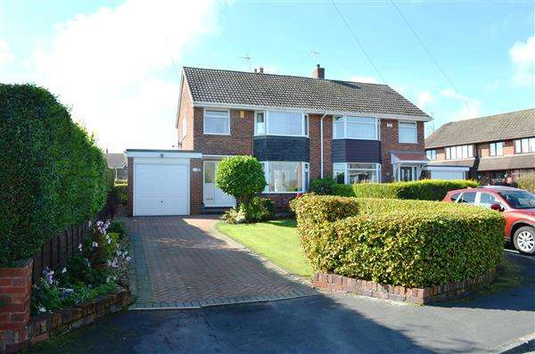 3 Bedrooms Semi Detached House for sale in Fernlea Grove, Meir Heath, Stoke-On-Trent