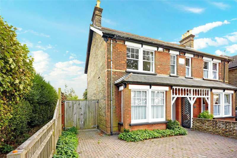 3 Bedrooms Semi Detached House for sale in Chaldon Road, Caterham, Surrey, CR3