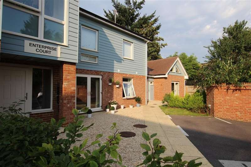 2 Bedrooms Flat for sale in Enterprise Court, Reading Road, Pangbourne, RG8