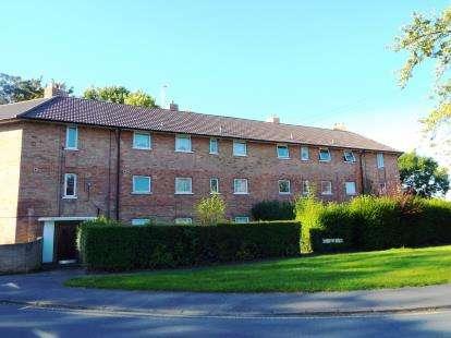 2 Bedrooms Flat for sale in Oak Avenue, Cheltenham, Gloucestershire