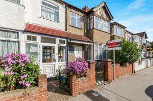 3 Bedrooms Terraced House for sale in Cecil Road, Croydon