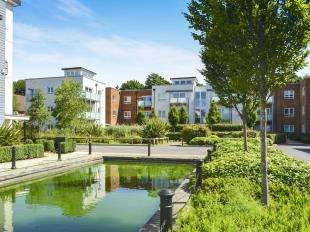 1 Bedroom Flat for sale in Canalside, Redhill, Surrey, Redhill