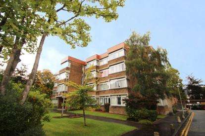 2 Bedrooms Flat for sale in Windsor Court, 35 Dirleton Drive, Glasgow, Lanarkshire
