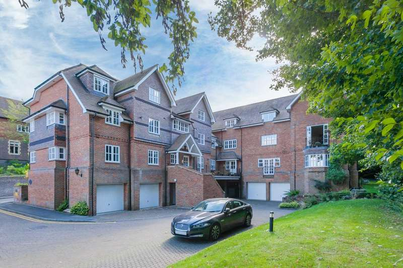 2 Bedrooms Flat for sale in Deans Lawn, Chesham Road