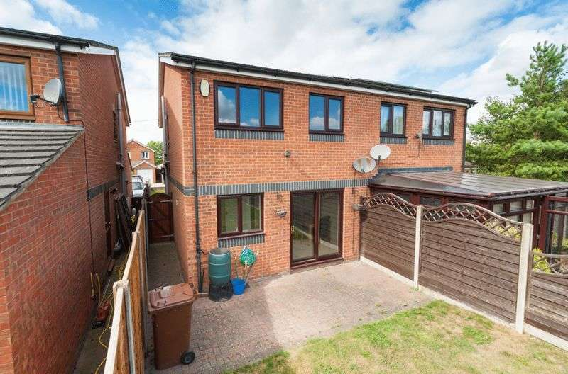 3 Bedrooms Semi Detached House for sale in Symonds Road, Rochester