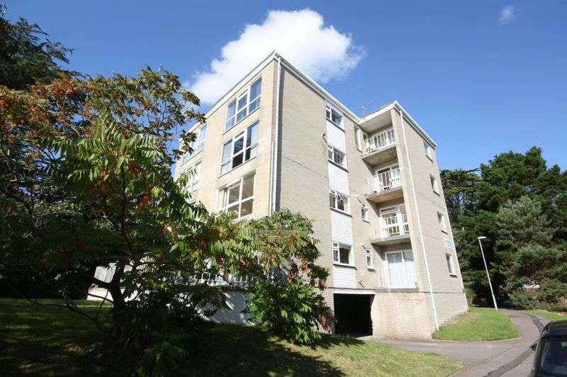 2 Bedrooms Flat for sale in Rushford Warren, Christchurch