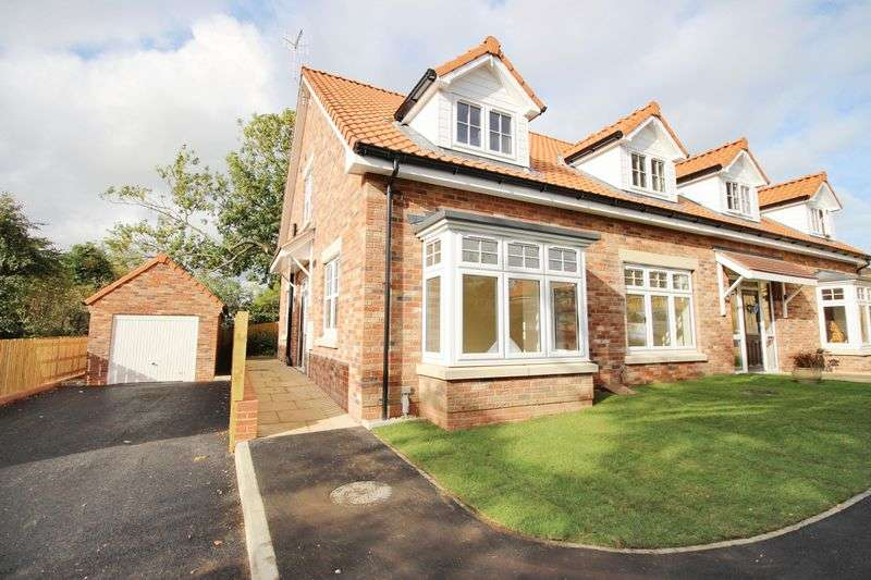 3 Bedrooms Detached House for sale in The Paddock, Racecourse Road, Scarborough, YO13 9HT