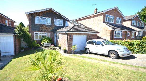 4 Bedrooms Detached House for sale in Kingfisher Close, Basingstoke, Hampshire