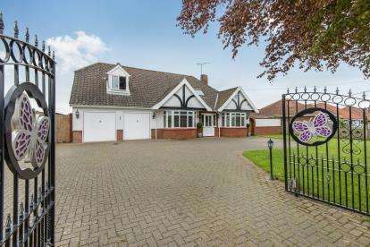 4 Bedrooms Detached House for sale in Newton St. Faith, Norwich, Norfolk
