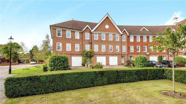 4 Bedrooms End Of Terrace House for sale in Queens Acre, Windsor, Berkshire