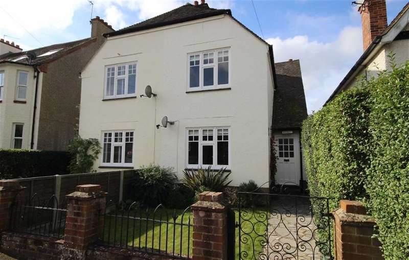 3 Bedrooms Property for sale in Weydon Hill Road, Farnham