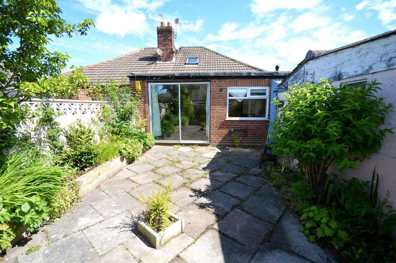 3 Bedrooms Semi Detached Bungalow for sale in Heathview Close, Widnes