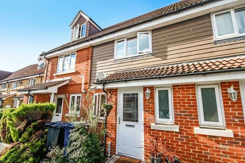 2 Bedrooms Semi Detached House for sale in Buttercup Close, Northolt