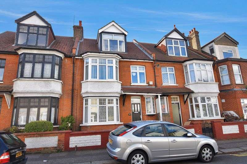 3 Bedrooms Flat for sale in Westborough Road, Westcliff-On-Sea