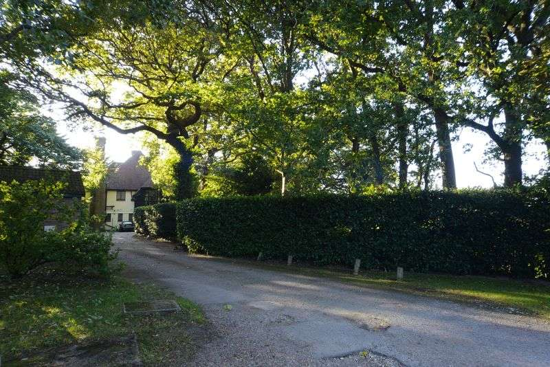 1 Bedroom Flat for sale in Stunning and Spacious One Bedroom in a Character Filled Converted Manor House