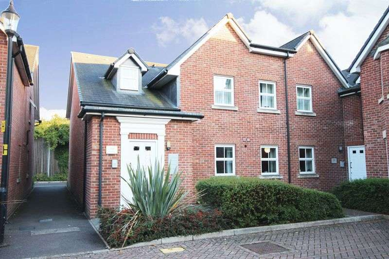 2 Bedrooms Flat for sale in SPIRE VIEW, SALISBURY, SP2