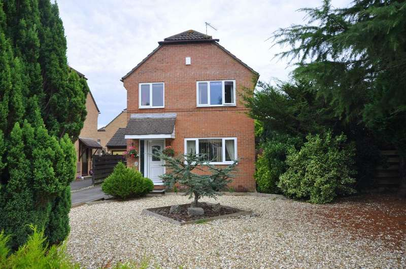 4 Bedrooms Detached House for sale in The Lea, Verwood, BH31 6XN
