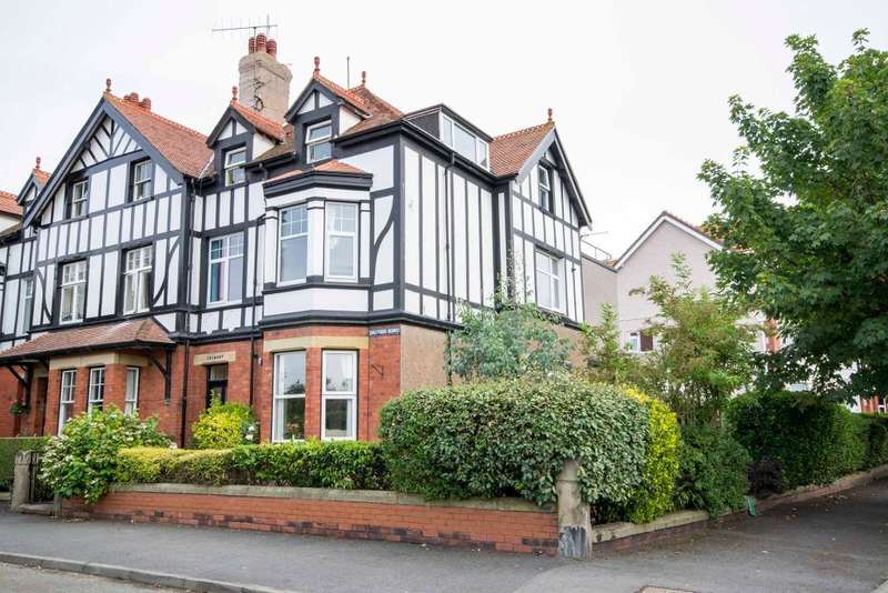 1 Bedroom Flat for sale in Balfour Road, Craig Y Don, Conwy, LL30 1TT