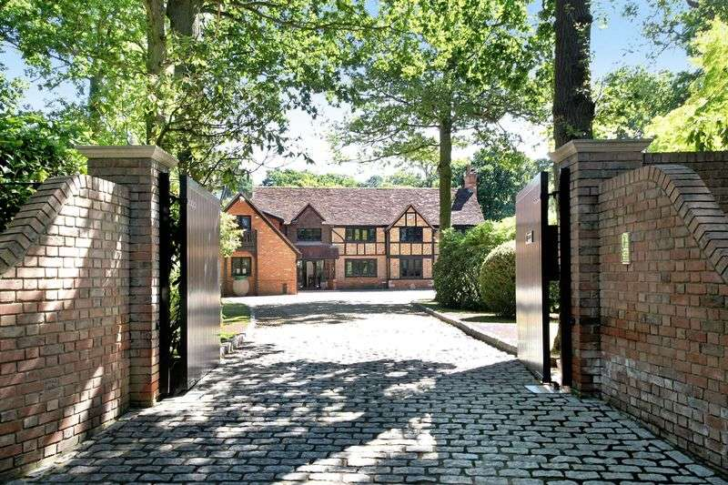 6 Bedrooms Property for sale in Beaconsfield