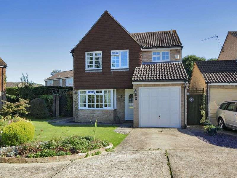 4 Bedrooms Detached House for sale in Birchwood Close, Horley, Surrey