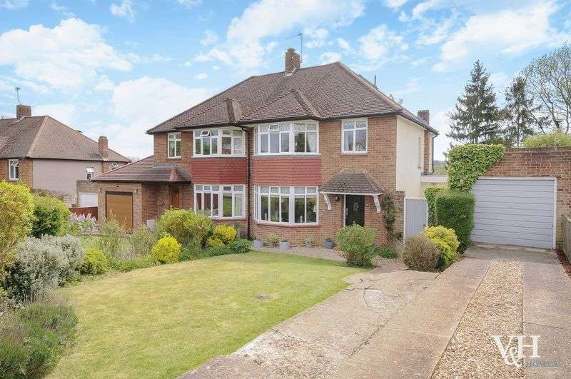 4 Bedrooms Semi Detached House for sale in Monks Green, Fetcham