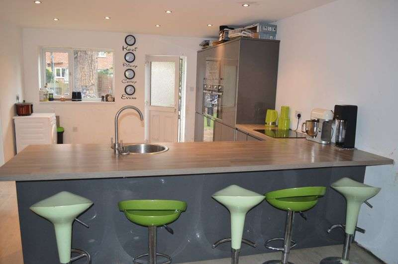 4 Bedrooms Terraced House for sale in Hazelwood Avenue, LINCOLN