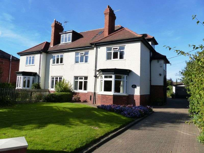 3 Bedrooms Semi Detached House for sale in Church Road, Saxilby