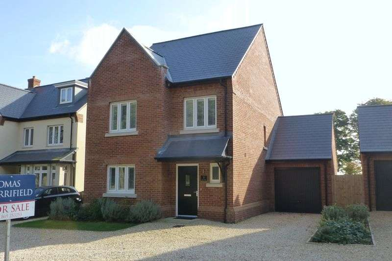 4 Bedrooms Detached House for sale in Hart Walk, Upper Heyford