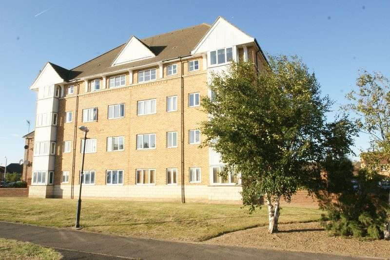 2 Bedrooms Flat for sale in St. Leonards Close, Grays