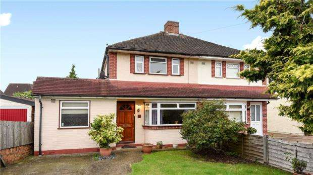 3 Bedrooms Semi Detached House for sale in Cross Road, Feltham