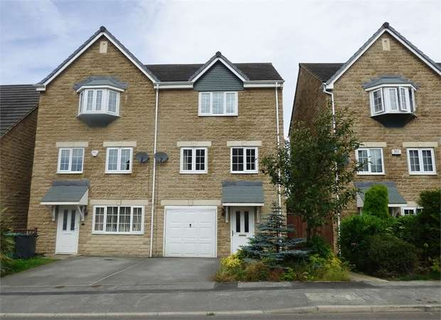4 Bedrooms Semi Detached House for sale in Wood View, Huddersfield, West Yorkshire