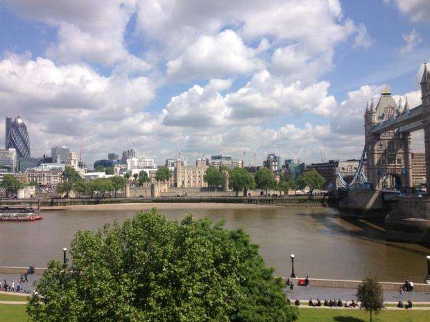 2 Bedrooms Flat for sale in One Tower Bridge, 110 The Queens Walk, London