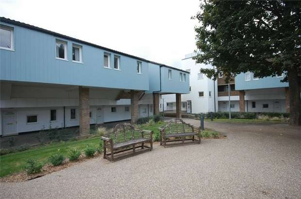 3 Bedrooms Flat for sale in Hannon Road, Aylesbury, Buckinghamshire