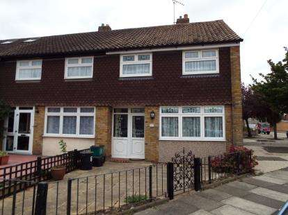 3 Bedrooms End Of Terrace House for sale in Clayhall, Ilford, Essex