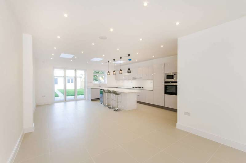 4 Bedrooms House for sale in The Green, Raynes Park, SM4