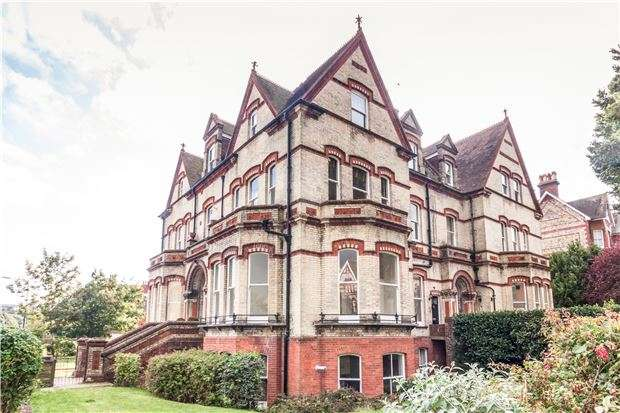 4 Bedrooms Flat for sale in Grassington Road, Eastbourne
