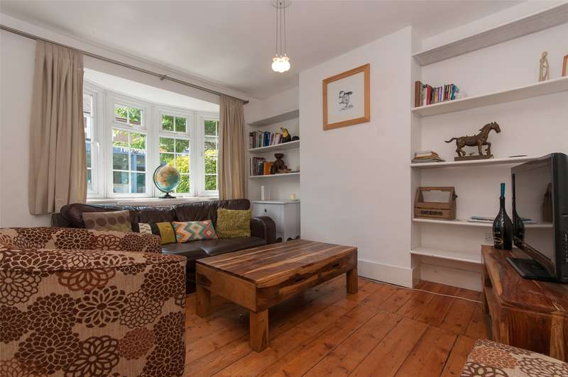 3 Bedrooms Semi Detached House for sale in Lesbourne Road, Reigate, RH2