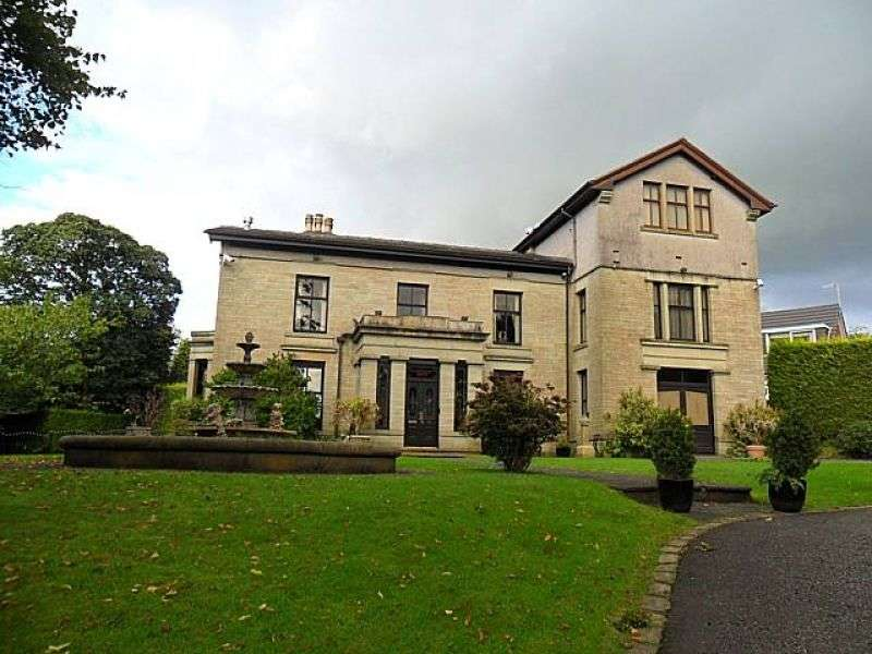 7 Bedrooms Detached House for sale in Oakenshaw View, Whitworth, Rochdale, Greater Manchester. OL12