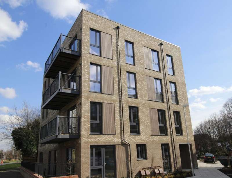 1 Bedroom Flat for sale in Salter Road, London, SE16