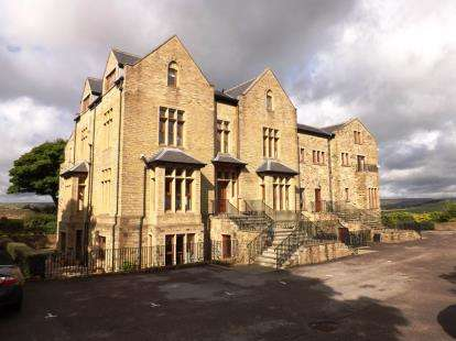 2 Bedrooms Flat for sale in Grange Manor, Sowerby Croft Lane, Sowerby Bridge, West Yorkshire