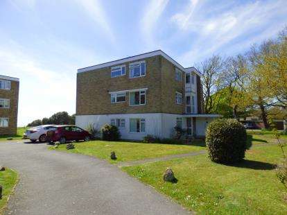 2 Bedrooms Flat for sale in 25 Beacon Drive, Christchurch, Dorset