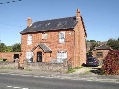 5 Bedrooms Detached House for sale in Burton, Christchurch, Dorset