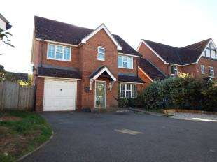 4 Bedrooms Detached House for sale in Kestrel Close, Ashford, Kent