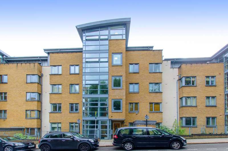 2 Bedrooms Flat for sale in Regents Park Road, Primrose Hill, NW1