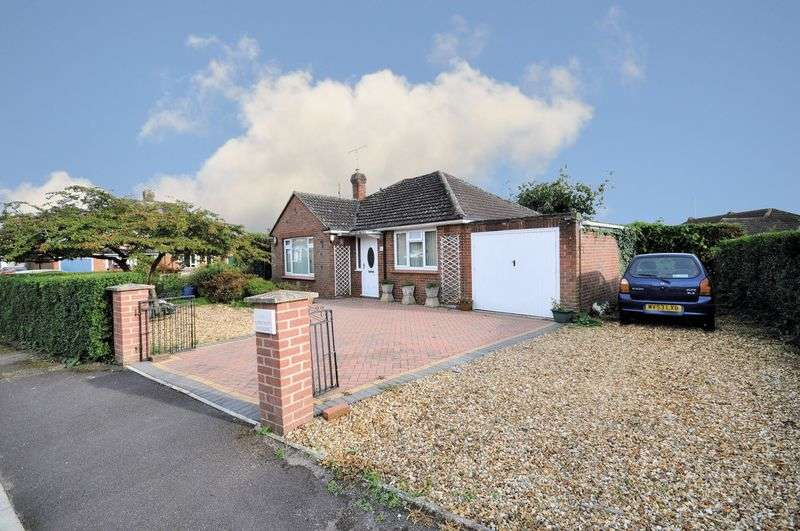 2 Bedrooms Detached Bungalow for sale in Longcroft Crescent, Devizes