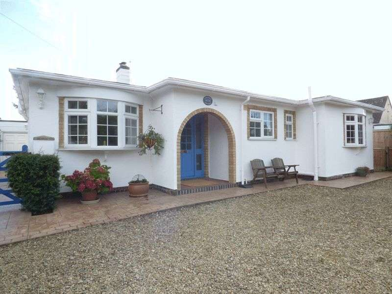 3 Bedrooms Detached Bungalow for sale in Parton Drive, Gloucester